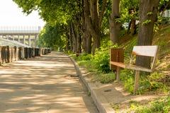 长凳在步行区域 免版税库存照片
