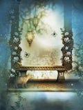 长凳在蓝色有薄雾的庭院里 免版税库存图片