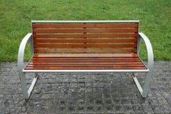 长凳在雨中 图库摄影
