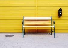 长凳墙壁 免版税库存照片
