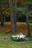 长凳夫妇高级开会 免版税库存照片