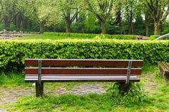 长凳宽敞的自然公园 库存图片