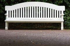 长凳庭院白色 免版税库存照片