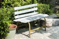 长凳庭院老木 免版税图库摄影