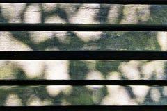 长凳板条纹理木头禁止背景公园户外 库存图片