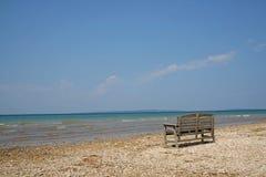 长凳湖岸 库存图片