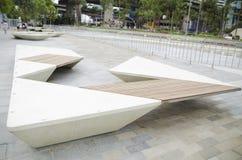 长凳现代公园 库存图片