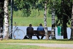 长凳的人 库存图片