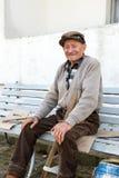 长凳的老人 免版税图库摄影