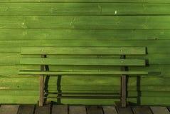 长凳绿色木 库存照片