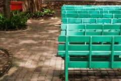 长凳绿色木 免版税库存图片