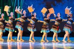 长凳舞蹈土家族国籍-中国古典舞蹈 库存照片