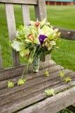 长凳花束公园 图库摄影