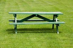 长凳草坪 免版税库存图片