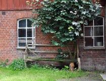 长凳被中断的老 免版税图库摄影