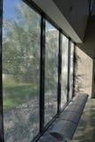 长凳视窗 免版税图库摄影