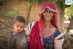 年长印地安妇女和婴孩 图库摄影