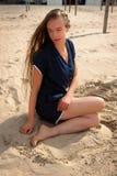 长发妇女沙滩,德帕内,比利时 免版税库存图片