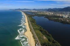 长和美妙的海滩, Recreio dos Bandeirantes海滩,里约热内卢巴西 库存照片