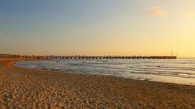长处dei marmi在日落的码头视图 免版税图库摄影