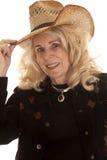 年长妇女女牛仔举行帽子关闭 库存照片