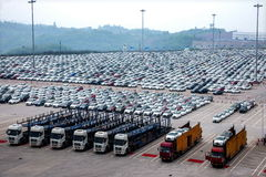 长安福特汽车Co 两辆工厂汽车车运输领域 免版税库存图片