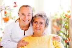 年长家庭护理 库存图片