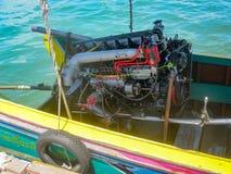 长尾巴小船引擎,平直六 库存照片