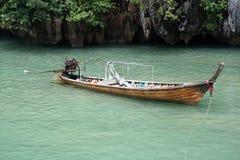 长尾巴小船 免版税图库摄影