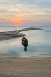 长尾的小船塑象船锚 免版税库存图片