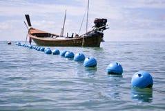 长尾的小船 免版税图库摄影