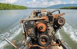 长尾巴小船的引擎 免版税图库摄影