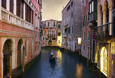 长平底船乘驾传统威尼斯 图库摄影