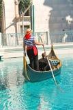 长平底船乘驾在威尼斯式旅馆里在拉斯维加斯 库存照片