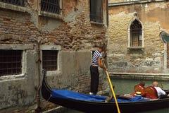 长平底船乘驾威尼斯 免版税库存照片