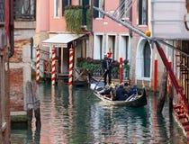 长平底船乘驾威尼斯 图库摄影