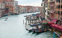 长平底船乘驾威尼斯 库存照片