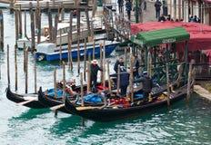 长平底船乘驾威尼斯 库存图片