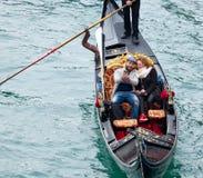 长平底船乘驾威尼斯 免版税库存图片
