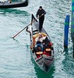 长平底船乘驾威尼斯 免版税图库摄影