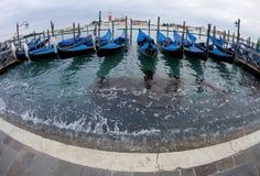 长平底船传统威尼斯 免版税库存照片