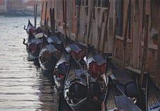 长平底船停车处在威尼斯 免版税库存照片