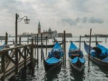长平底船和看法对圣乔治Maggiore,威尼斯 库存照片