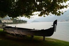 长平底船在别墅Melzi庭院里在贝拉焦 免版税库存图片