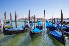 长平底船在威尼斯,意大利大运河  图库摄影
