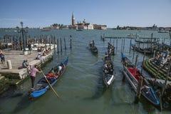 长平底船在威尼斯,意大利/观点的圣乔治Maggiore 库存照片
