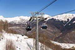 长平底船在罗莎Khutor滑雪胜地,索契,俄罗斯举 免版税图库摄影