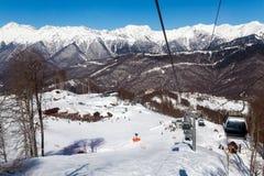 长平底船在罗莎Khutor滑雪胜地,索契,俄罗斯举 免版税库存照片