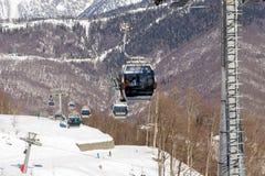 长平底船在罗莎Khutor滑雪胜地,索契,俄罗斯举 库存照片