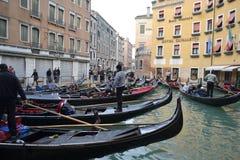 长平底船意大利威尼斯 库存图片